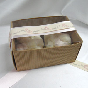 Corrugated gift box with transparent lid